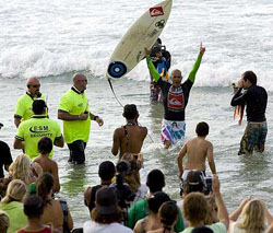 kelly slater wins quiksilver pro goldcoast
